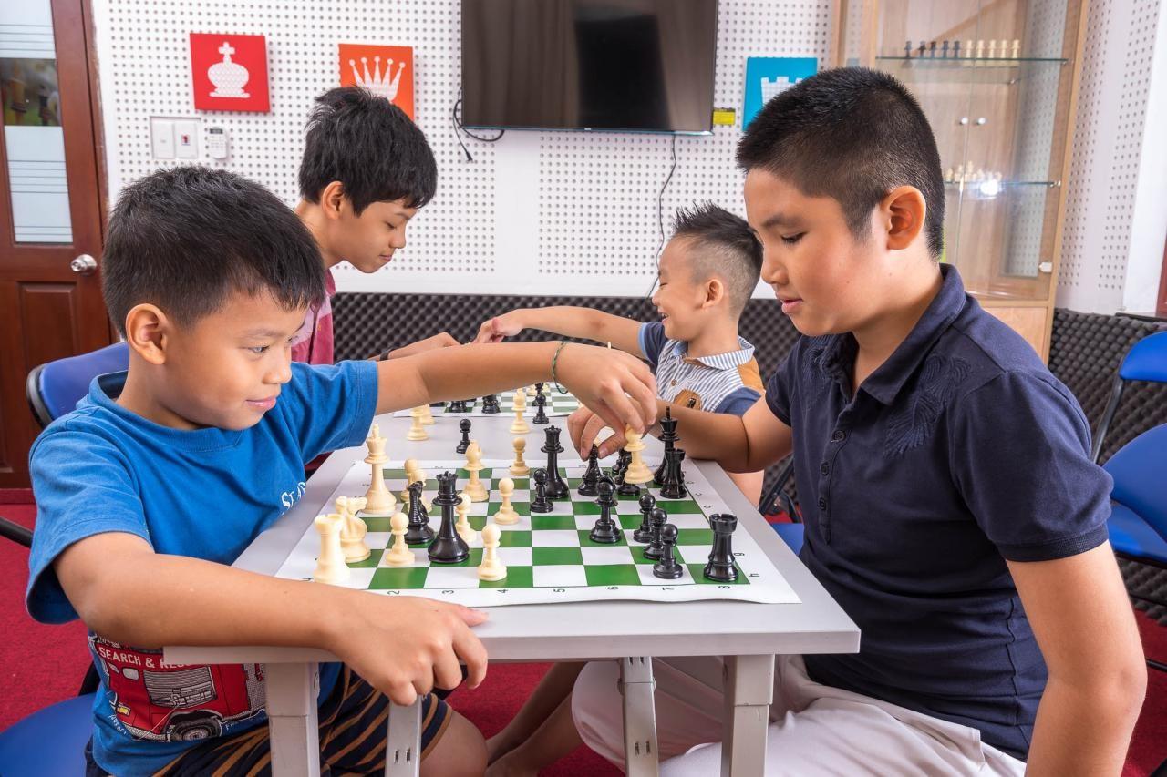 8 lợi ích của việc cho bé học cờ vua