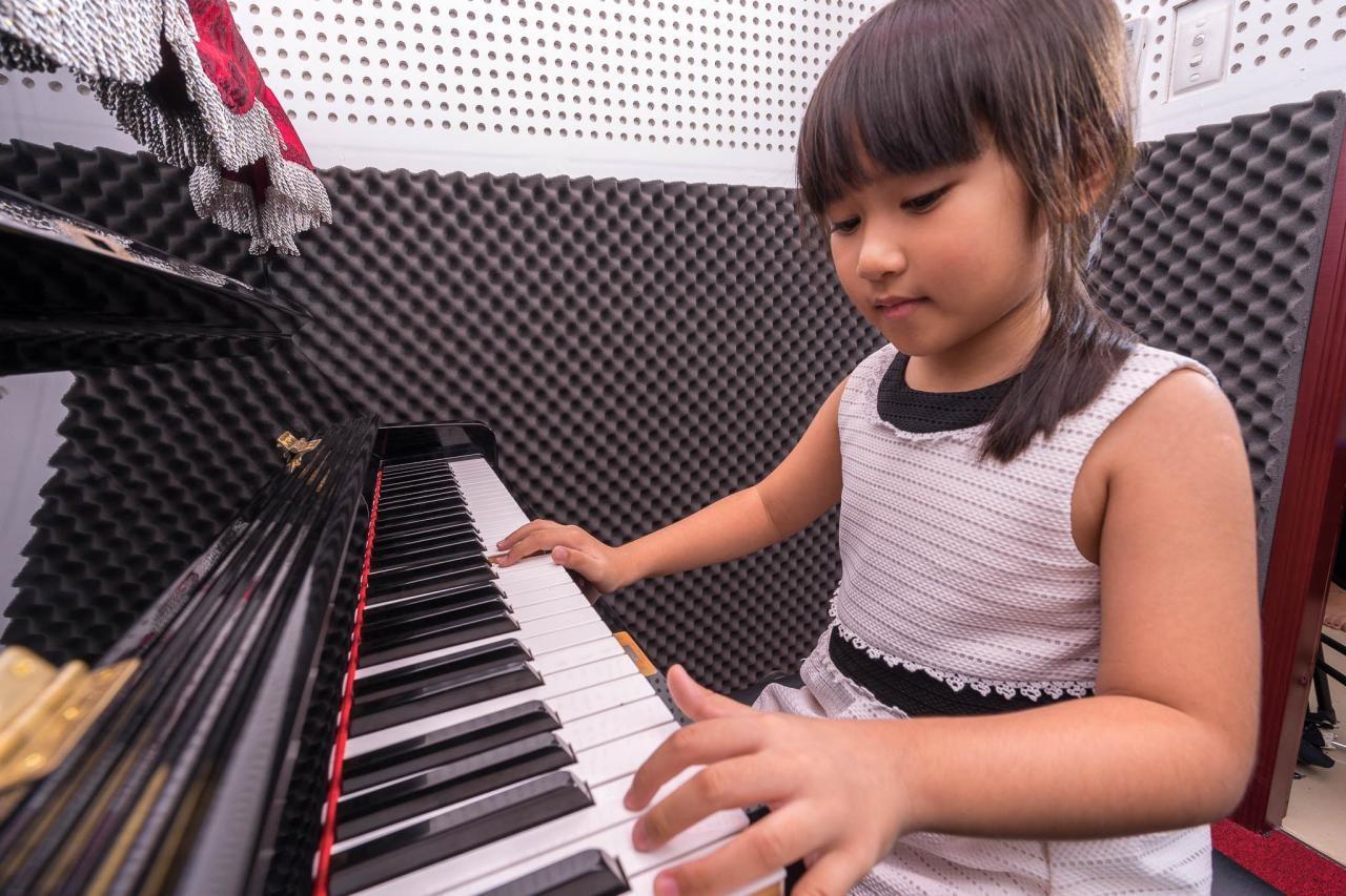 Nên cho bé học đàn Piano hay học đàn Organ?