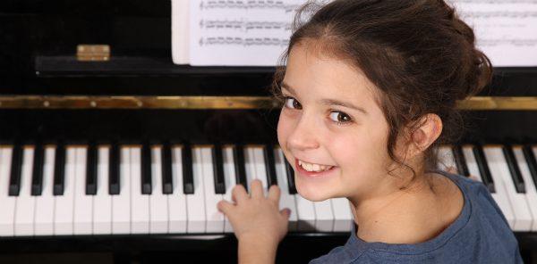 Bà mẹ kiên trì sửa tính nghịch ngợm cho con bằng âm nhạc
